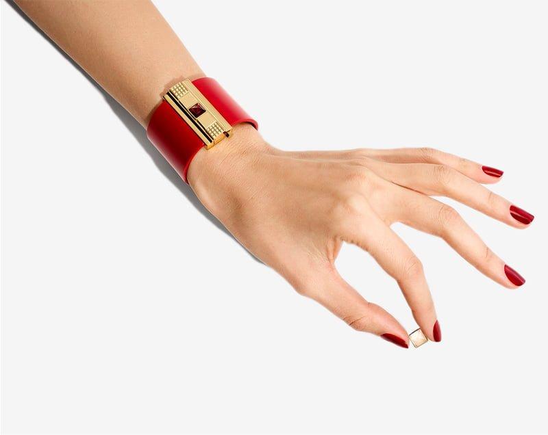 Manchette femme en cuir rouge.