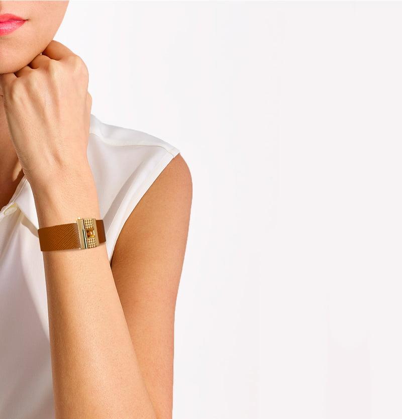 Bracelet femme en cuir camel, personnalisable.