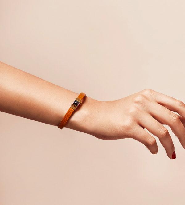 Bracelet personnalisable en cuir camel, simple tour.