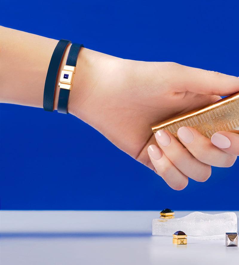 Bracelet personnalisable en cuir bleu, double tour.