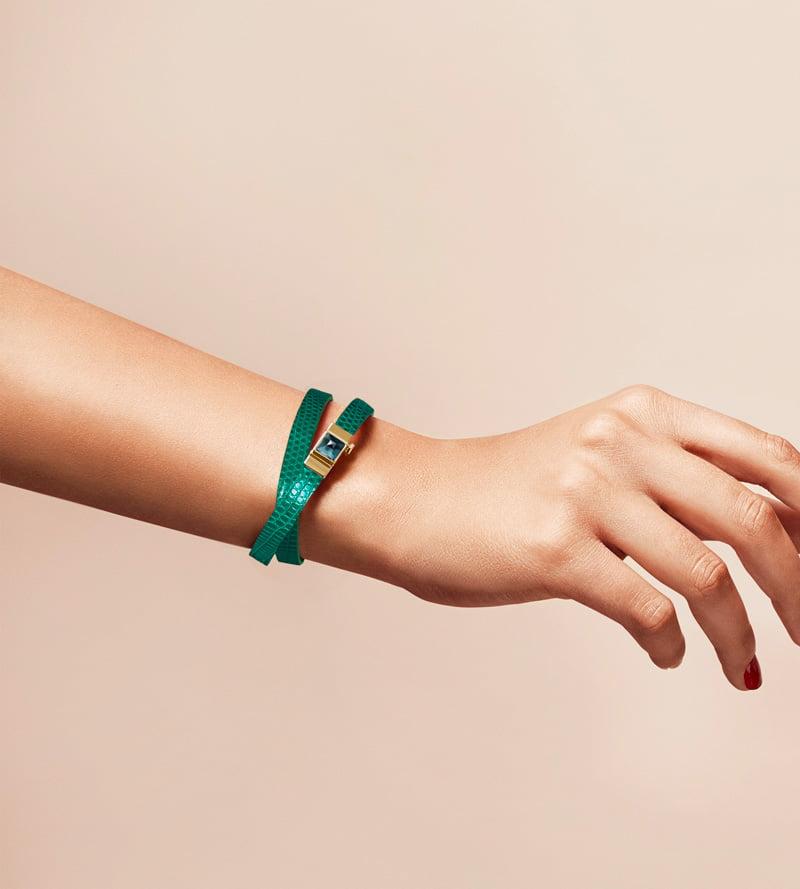 Bracelet personnalisable en lézard vert, double tour. Cabochon interchangeable Topaze Blue London..