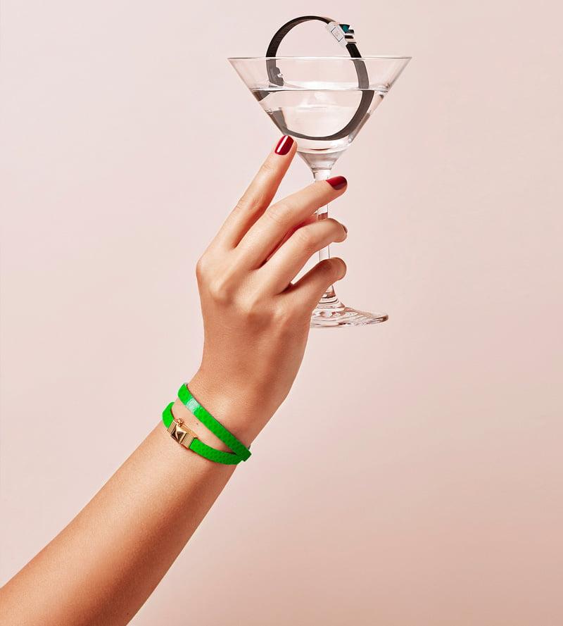 Bracelet personnalisable en cuir vert électrique, double tour.
