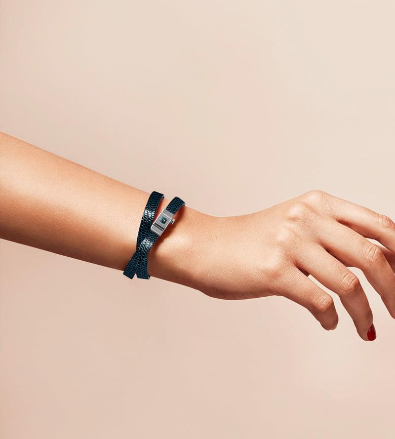 Bracelet personnalisable en lézard bleu nuit, double tour.