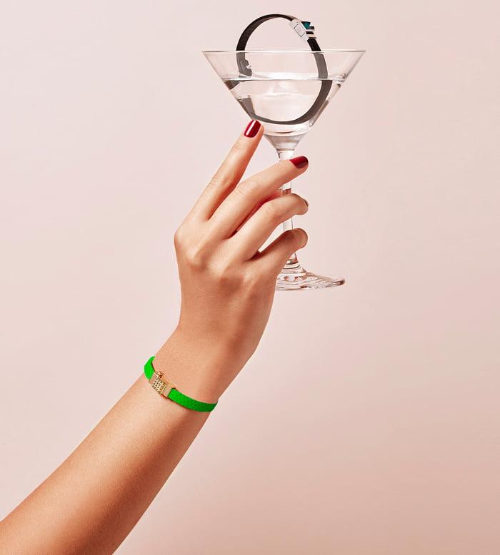 Bracelet personnalisable en cuir vert électrique, simple tour.