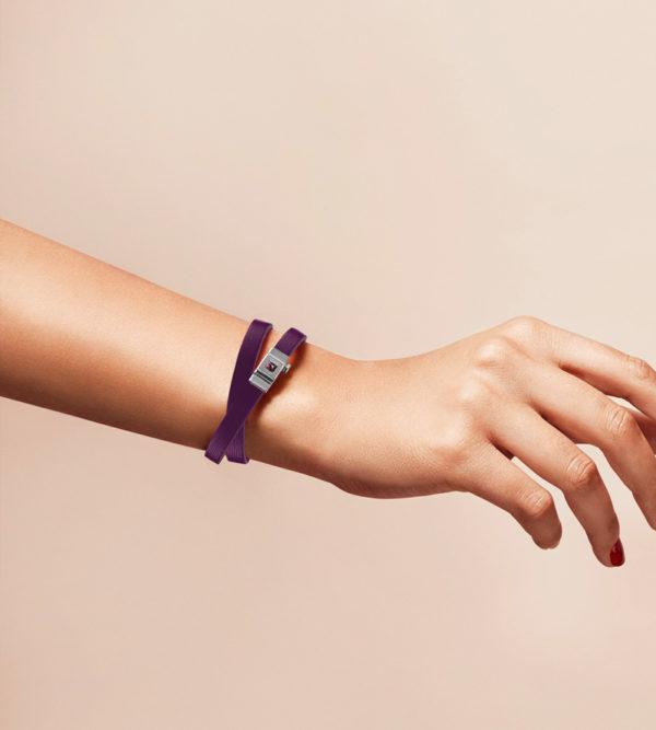 Bracelet personnalisable en cuir violet, double tour.