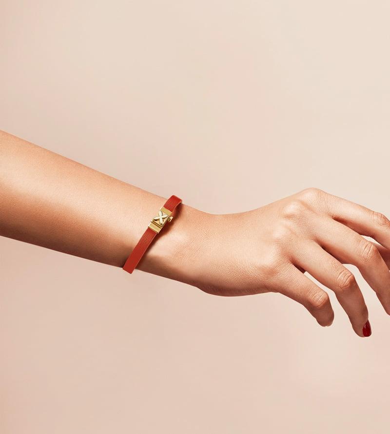 Bracelet personnalisable en cuir orange, simple tour.