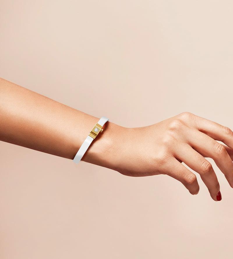 Bracelet personnalisable en cuir glossy blanc, double tour.
