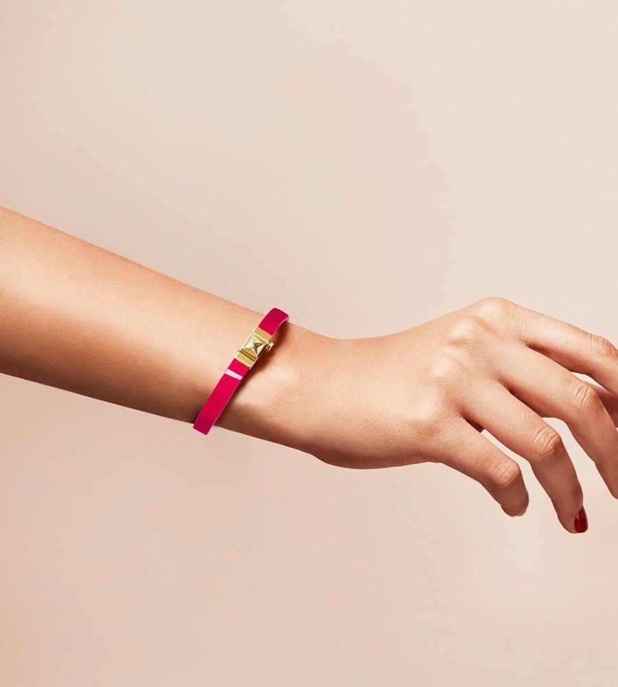 Bracelet personnalisable en cuir glossy fushia, simple tour.