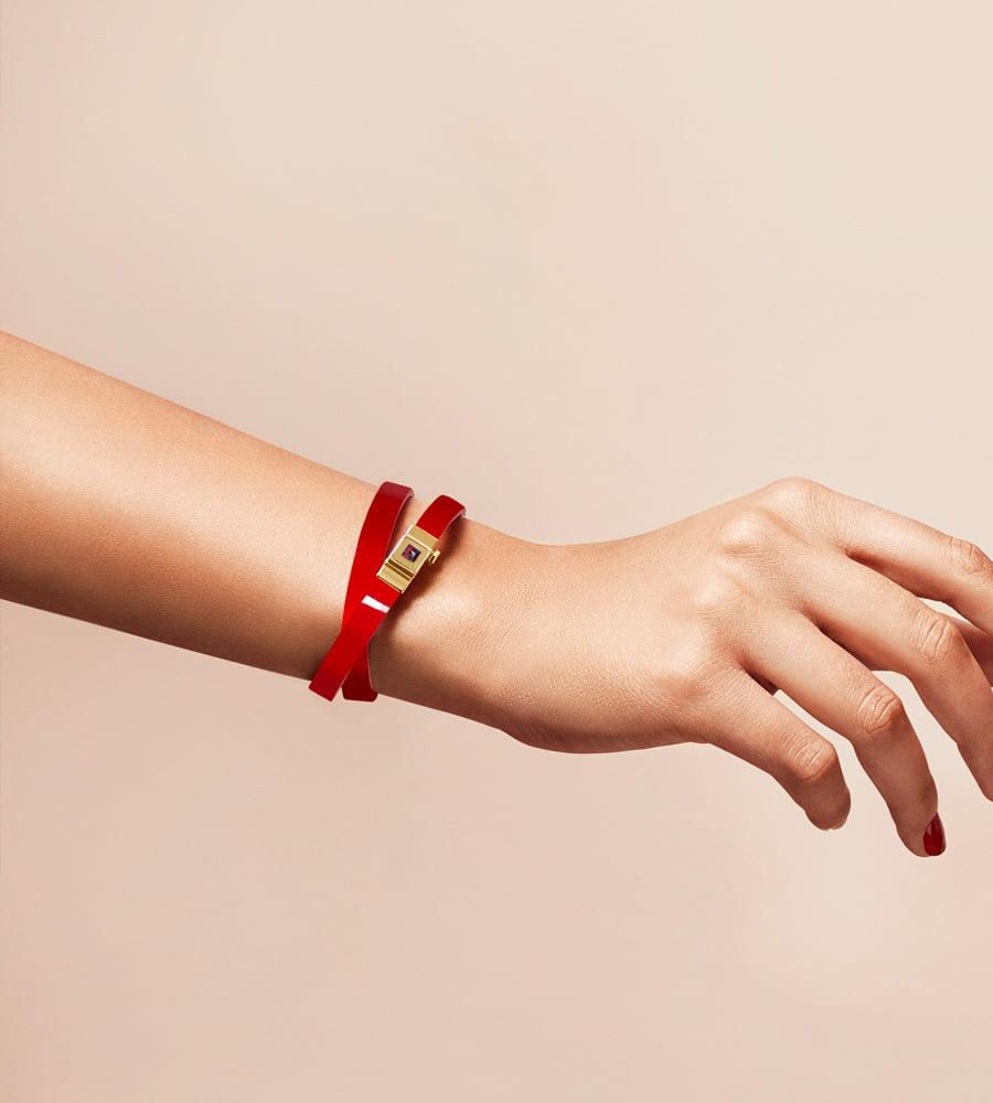 Bracelet personnalisable en cuir glossy rouge, double tour.