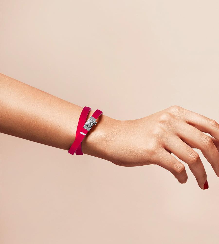 Bracelet personnalisable en cuir glossy fushia, double tour.
